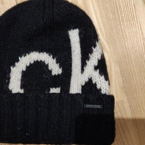 Black Calvin Klein Jeans hat. Mix with wool and alpaca