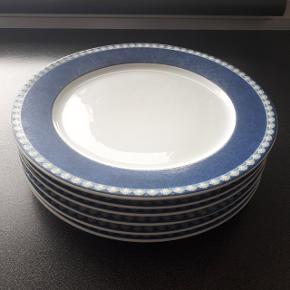 6 middagstallerkener 26 cm - 50 kr pr. stk.  Pris er sat efter stand. Der er ingen skår eller lignende.  Hentes i Roskilde.