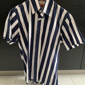 """Lækker blå og hvid stribet Ben Sherman """"vintage"""" kortærmet skjorte i str. M."""