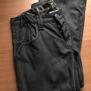 flotte jeans med knapper i stedet for lynlås. str er 34/34 livvidde er 2 x 43