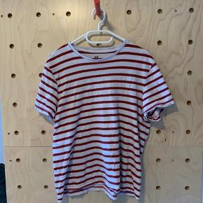 Size M, but rather fits like S