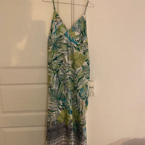 Super flot kjole fra New Collection - Italy.