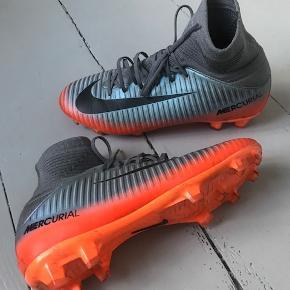 Brugt få gange - super fin stand Nike Mercurial fodbold støvler med sok.