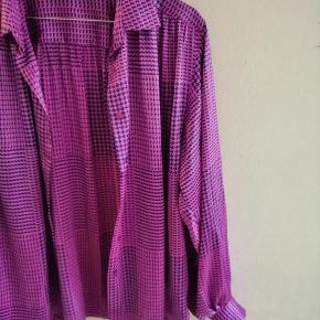 Vintage Magasin skjorte / cardigan i skinnende stof i lilla farver med tern