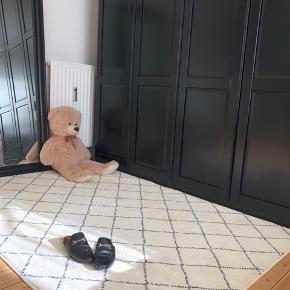 Ikea ARNAGER gulvtæppe i 140x200 sælges. Har været brugt i 3 måneder