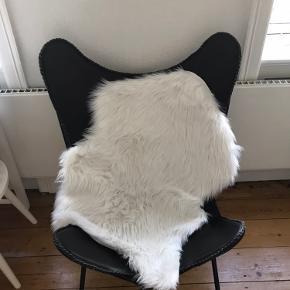 Super fin flagermus stol sælges. Den er i rigtig god stand og ser super fin ud. Den kan afhentes på Østerbro.
