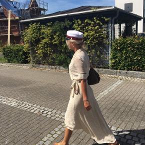 Ganni Clermont Georgette Wrap kjole i beige. Købt for 1500kr  Kun Brugt 1-2 gange  Str 36