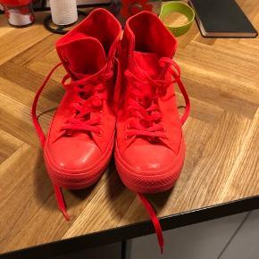 Neon farvet convers sko str 44,5. Næsten ikke brugt