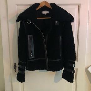 Iro jakke størrelse 38  Brugt 1 gang i få timer