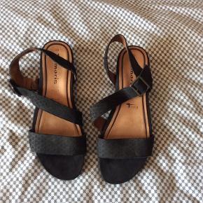 Smukke sandaler med en smule hæl