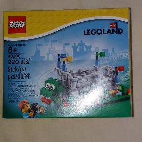 Lego borg med drage. Sælges da vi har fået to i gave. Pris i forretning 200 kr.