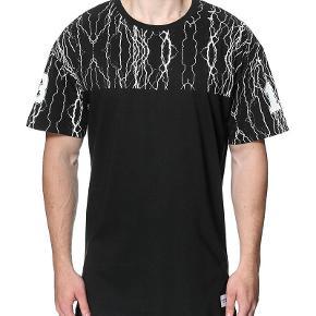Varetype: NY T-Shirt - med hængemærke Farve: Se billede