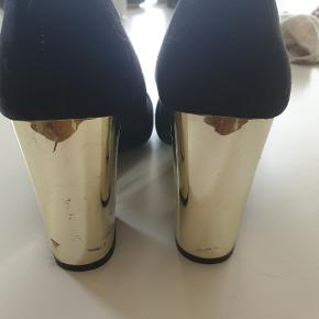Smukke stiletter fra H&M, brugt 2 gange.  Byd!!