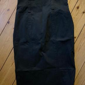 Højtaljede nederdel