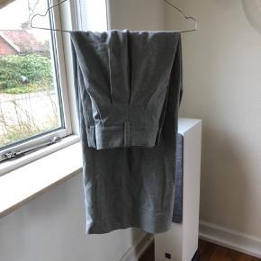fede uld bukser i en culotte facon. aldrig brugt. skriv for flere billeder