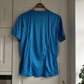 Løbetøj, Fitnesstøj T-shirt, Newline, str. L  Som ny  Rigtig pæn blå t-shirt bluse  Sender gerne hvis køber betaler fragt 36 kr     Kan også  betales med mobilepay eller bankoverførsel