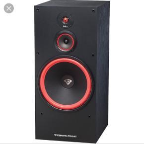 Sælger to cervin Vega højtalere. De måler 105cm i højden og 43.5 i bredden. Der medfølger en omnitronic p-2000 forstærker og en MPX-1 Sound mixer. Skriv PB for ordenlige billeder af højtalerne osv, da Tradono beskærer billederne så man ik kan se det ordenligt Mp=2000, men kom med et bud så ser vi på det