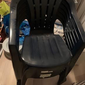 6 plastik havestole, brugt som ekstra stole til gæster