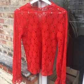 d58e5222 Flot rød blonde top/bluse som jeg aldrig får brugt ❤️