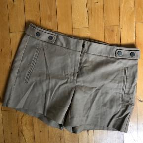OBS bukserne er lysebrune - farven på billedet snyder lidt.  🌸Sælges for 100kr  Kan afhentes i kbh eller sendes mod betaling 💕