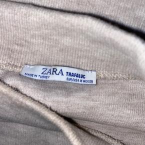 🌸Sælger denne fine bluse fra Sara, da jeg ikke får den brugt. Den er kun blevet brugt få gange🌸