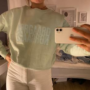 Sælger min elskede Mads Nørgaard trøje da jeg ikke får den brugt. Den er brugt men i den fineste stand💚💚