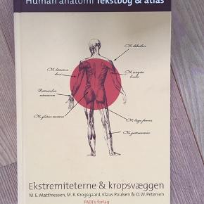 Human anatomi - tekstbog og atlas. Jeg tror faktisk aldrig ar jeg har kigget i den, så standen er perfekt.