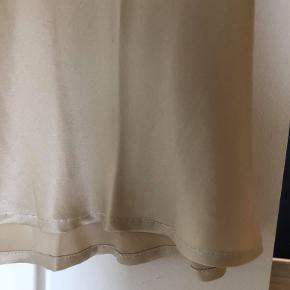 Flot bias cut silkenederdel fra australske Silk Laundry. Fitter Xs - S
