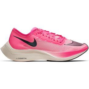 Sælger de mest fantastiske løbesko Nike zoomX vaporfly NEXT%. Skoene er blevet omtalt som verdens bedste og hurtigste løbesko og vil egne sig til løberen som virkelig vil have noget kvalitet. Skoene er brugt meget få gange, da jeg desværre må erkende de er for store. De er en størrelse 39 men er meget smalle så vil sige de passer en 38-39.   Byd gerne eller skriv hvis der er spørgsmål :)