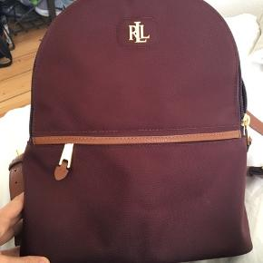 Fin rygsæk fra RL, kun brugt nogle enkelte gange - sælges hvis det rigtige bud kommer :)  h: 31cm b: 29cm d: 8cm