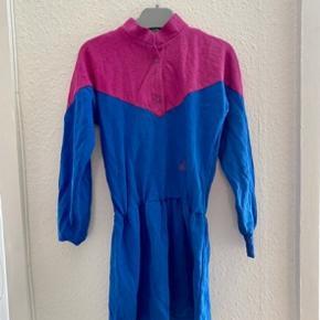 Claire kjole 128  -fast pris -køb 4 annoncer og den billigste er gratis - kan afhentes på Mimersgade 111 - sender gerne hvis du betaler Porto - mødes ikke andre steder - bytter ikke