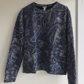 Sweatshirt med retromønster.  Kan også bruges oversize til str. XS-S.   #Secondchancesummer