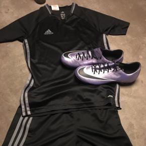Fodboldsæt bestående af Adidas shorts og T-shirt str. 11-12 år, samt fodboldsko str. 38. Stort set ikke brugt.
