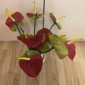 Sælges 10 stk kunstige blomster de står bare og fylder. Byd