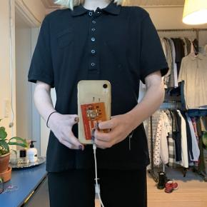 Sort skjorte fra ICHI  Der står XXL i skjorten men den fitter altså ogs en s/m