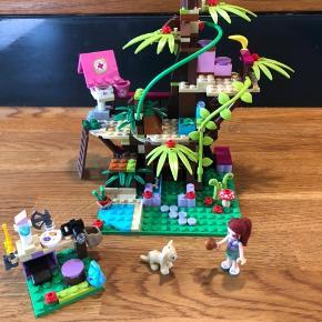 LEGO friends Dyrehospital, fra ikke-ryger hjem. Kan sendes på købers regning, sættet er komplet, bortset fra en lilla balje. Nypris 300kr