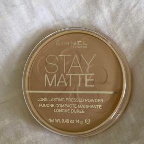 Stay Matte puder fra Rimmel. Aldrig brugt. Farven hedder 005 Silky Beige