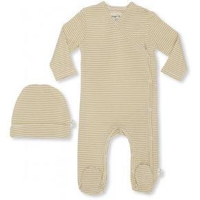 Sælger det fineste new born set med body og hue.   Aldrig brugt eller vasket ØKO bomuld