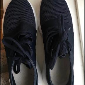 Adidas Tubular viral. Mørkeblå. Brugt få gange.