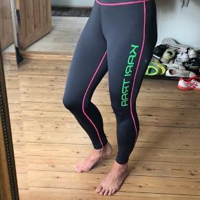Super fine tights. Kun brugt er par gange. Kan sagtens passes af M også.