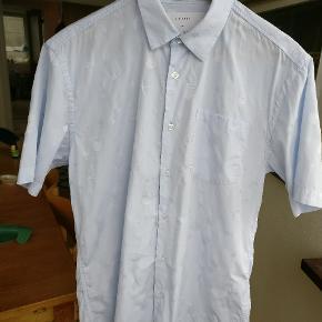 Flot kørtmæer lyseblå skjorte fra Soullands samarbejde med Charlie Roberts. Mp 275