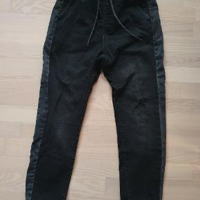 Berskha Jean joggers med elastik, størrelse S Fitter stort set alle mellem XS-L pga. Elastik God kvalitet, top stand