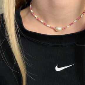 Håndlavet halskæde til 80kr🌸 Kan også laves med sølv perler. Prisen er fast. Se mere på Instagram: @muluadesign