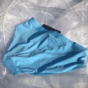 Bikini bund i en smuk lyseblå farve 🌊 aldrig brugt str s