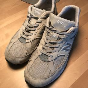 New Balance 991 grå sneakers str. 42,5. De er lidt beskidte, men selve standen er helt fin. Trænger bare til en lille vask. Nypris: 1500,-
