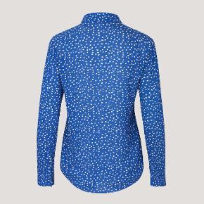 str. XL. Milly Shirt AOP, Fleur Azur.  Anvendt en gang. 100% i orden.