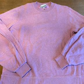 Isoli sweatshirt, med slids i siden. Som ny. Flot farve