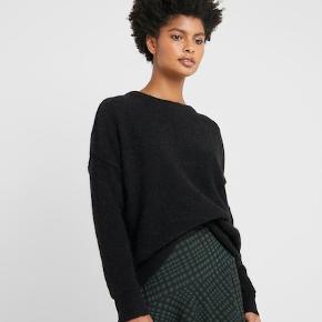 Sælger min lækre BIAGIO sweater, får brugt den alt for lidt MATERIALE OG VASKEANVISNING Materiale: 32% alpaka, 32% uld, 30% polyamid, 6% elasthan