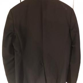 Sælger denne super fede habit jakke fra Tiger of Sweden. Den er brugt en del men er stadig i super god stand.