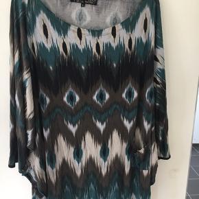 Bluse sælges  plus size str m svarre nok til str xx-xxxl i alm tøj vil jeg tro  der må byddes